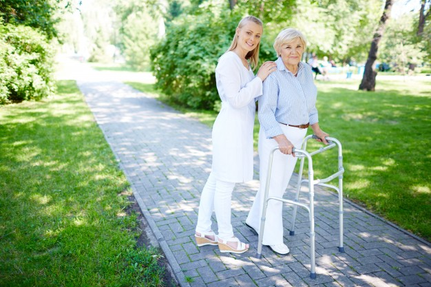 Jak wybrać dom opieki dla seniora?